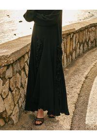WILD MASCOT - Lniana sukienka maxi z falbanami BUONASERA. Kolor: czarny. Materiał: len. Wzór: aplikacja. Sezon: lato. Typ sukienki: rozkloszowane. Styl: klasyczny. Długość: maxi