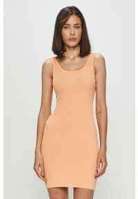 Guess - Sukienka. Okazja: na co dzień. Kolor: pomarańczowy. Materiał: dzianina. Długość rękawa: na ramiączkach. Typ sukienki: proste. Styl: casual