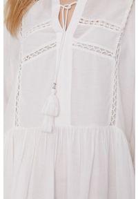 Pepe Jeans - Sukienka Ava. Kolor: biały. Materiał: tkanina, koronka. Długość rękawa: długi rękaw. Wzór: gładki. Typ sukienki: rozkloszowane