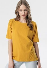 Born2be - Żółty T-shirt Delofer. Kolor: żółty