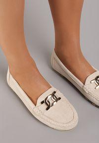 Renee - Beżowe Mokasyny Chethive. Nosek buta: okrągły. Zapięcie: bez zapięcia. Kolor: beżowy. Materiał: jeans, skóra, materiał. Wzór: jednolity, kwiaty