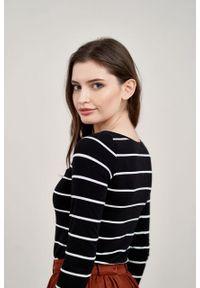 Marie Zélie - Bluzka Eunika w czarno-białe paski. Kolor: wielokolorowy, biały, czarny. Materiał: bawełna, dzianina, elastan. Długość rękawa: długi rękaw. Długość: długie. Wzór: paski