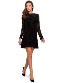 MAKEOVER - Czarna Sukienka z Aksamitnej Koronki. Kolor: czarny. Materiał: koronka. Wzór: koronka