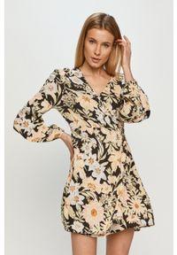 Billabong - Sukienka. Materiał: tkanina. Długość rękawa: długi rękaw. Typ sukienki: rozkloszowane