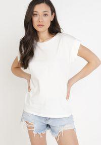 Born2be - Biały T-shirt Kisenia. Kolor: biały
