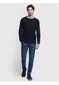 Czarny sweter klasyczny