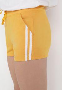 Born2be - Żółte Szorty Dresowe Alarodia. Kolor: żółty. Materiał: dresówka