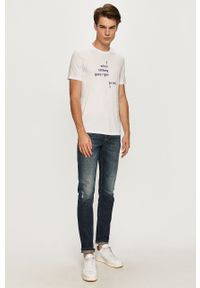 Biały t-shirt Armani Exchange casualowy, z okrągłym kołnierzem