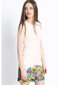 Desigual - Sukienka Vest Guido. Kolor: beżowy. Typ sukienki: dopasowane