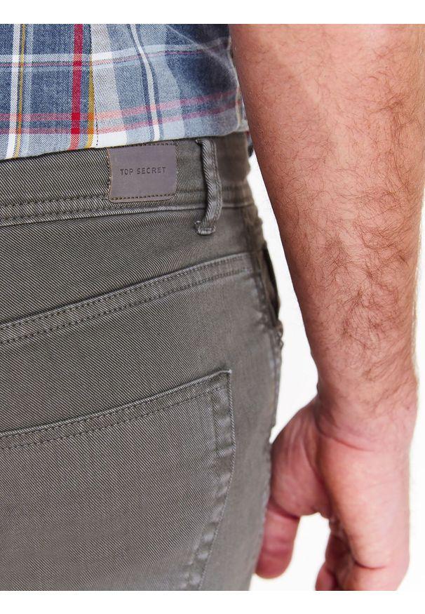 Brązowe spodnie TOP SECRET na co dzień, na wiosnę, casualowe, w kolorowe wzory