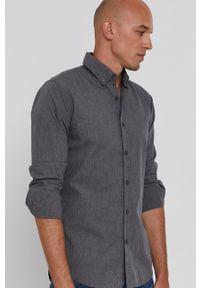 BOSS - Boss - Koszula bawełniana Boss Casual. Okazja: na co dzień. Typ kołnierza: button down. Kolor: szary. Materiał: bawełna. Długość rękawa: długi rękaw. Długość: długie. Wzór: gładki. Styl: casual