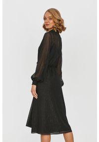Czarna sukienka Answear Lab wakacyjna, na co dzień, z długim rękawem, midi