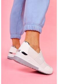 Casu - Białe sneakersy na koturnie półbuty z gumką casu bl226p. Kolor: biały. Obcas: na koturnie