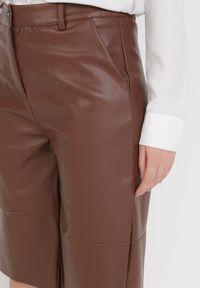 Born2be - Brązowe Szorty Cahrienne. Stan: podwyższony. Kolor: brązowy. Materiał: skóra. Wzór: jednolity, gładki
