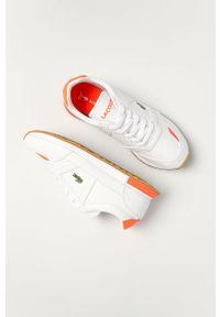 Białe sneakersy Lacoste z cholewką, z okrągłym noskiem, na niskim obcasie