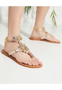 MYSTIQUE SHOES - Beżowe sandały z kryształami. Kolor: beżowy. Wzór: aplikacja