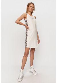 Biała sukienka Champion z aplikacjami, mini, casualowa, na ramiączkach
