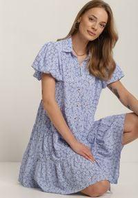 Renee - Niebieska Sukienka Ethertise. Kolor: niebieski. Wzór: kwiaty. Styl: elegancki