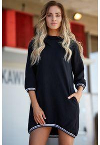 MOE - Sportowa sukienka obszernym kapturem i kieszeniami. Materiał: bawełna. Typ sukienki: sportowe. Styl: sportowy. Długość: mini