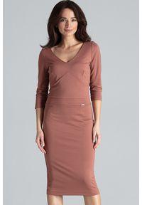 Lenitif - Elegancka dopasowana sukienka z dekoltem V brązowa. Kolor: brązowy. Typ sukienki: dopasowane. Styl: elegancki. Długość: midi