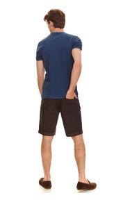 TOP SECRET - T-shirt krótki rękaw męski z fakturą, z lamówkami. Kolor: niebieski. Materiał: materiał. Długość rękawa: krótki rękaw. Długość: krótkie. Wzór: aplikacja