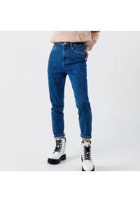 Cropp - Jeansy mom slim - Niebieski. Kolor: niebieski