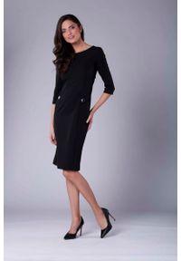 Nommo - Czarna Stylowa Sukienka Ołówkowa z Ozdobnymi Guzikami. Kolor: czarny. Materiał: wiskoza, poliester. Typ sukienki: ołówkowe. Styl: elegancki