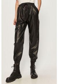 Czarne spodnie materiałowe Answear Lab wakacyjne