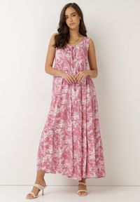 Born2be - Różowa Sukienka Olyndia. Typ kołnierza: dekolt w serek. Kolor: różowy. Materiał: tkanina. Długość rękawa: bez rękawów. Typ sukienki: rozkloszowane. Styl: klasyczny. Długość: maxi