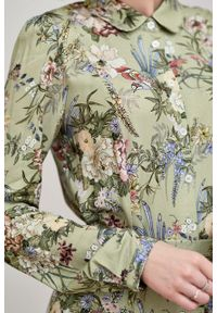 Marie Zélie - Sukienka Colette Phoenix zielona. Kolor: zielony. Materiał: materiał, wiskoza, skóra. Długość rękawa: długi rękaw. Wzór: gładki. Typ sukienki: szmizjerki. Styl: elegancki. Długość: maxi