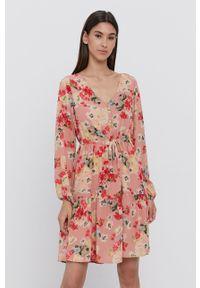 Vila - Sukienka. Kolor: różowy. Materiał: tkanina, materiał, poliester. Długość rękawa: długi rękaw. Typ sukienki: rozkloszowane