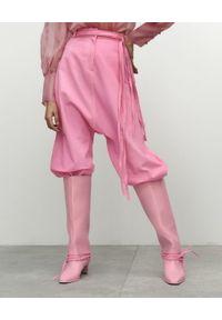 VICHER - Różowe spodnie jeansowe RIVERA. Stan: podwyższony. Kolor: różowy, wielokolorowy, fioletowy. Wzór: paski