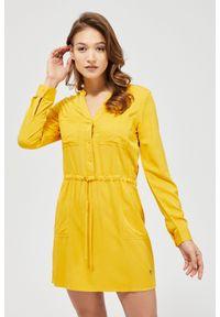 MOODO - Sukienka ze ściągaczem w pasie. Materiał: wiskoza. Wzór: gładki