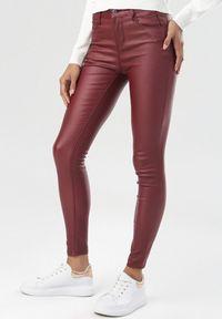 Czerwone spodnie skinny Born2be
