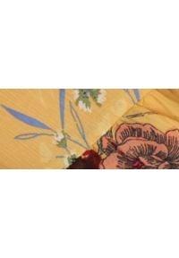 TOP SECRET - Mini spódnica z kwiatowym nadrukiem. Okazja: na co dzień. Kolor: żółty. Długość: krótkie. Wzór: nadruk, kwiaty. Styl: casual, elegancki
