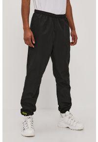 Czarne spodnie Prosto. gładkie