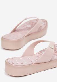 Born2be - Różowe Japonki Nyshalphia. Kolor: różowy