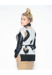 CRISTINAEFFE - Wiązany sweter z rozcięciami. Kolor: czarny. Materiał: materiał. Wzór: gładki, nadruk