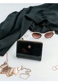 MILANO DESIGN - Portmonetka damska czarna Milano Design K1212. Kolor: czarny. Materiał: skóra ekologiczna