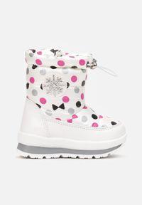 Born2be - Białe Śniegowce Ariessha. Wysokość cholewki: za kostkę. Nosek buta: okrągły. Zapięcie: zamek. Kolor: biały. Materiał: futro, materiał. Szerokość cholewki: normalna. Wzór: grochy, gładki, aplikacja, nadruk. Sezon: zima