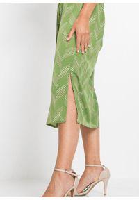 Sukienka szmizjerka z wiązanym paskiem bonprix zielony leśny z nadrukiem. Kolor: zielony. Wzór: nadruk. Typ sukienki: szmizjerki