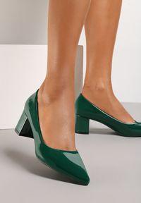 Renee - Oliwkowe Czółenka Elize. Nosek buta: szpiczasty. Zapięcie: bez zapięcia. Kolor: zielony. Materiał: lakier. Obcas: na słupku. Styl: klasyczny