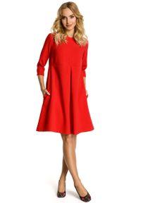 MOE - Czerwona Sukienka Trapezowa z Kontrafałdą. Kolor: czerwony. Materiał: poliester, wiskoza, wełna. Typ sukienki: trapezowe