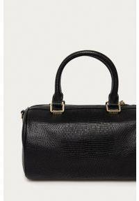 Love Moschino - Torebka JC4268PP0CKL0000. Kolor: czarny. Rodzaj torebki: na ramię