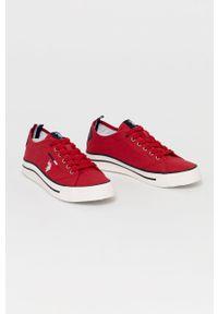 U.S. Polo Assn. - Tenisówki. Nosek buta: okrągły. Zapięcie: sznurówki. Kolor: czerwony. Materiał: guma