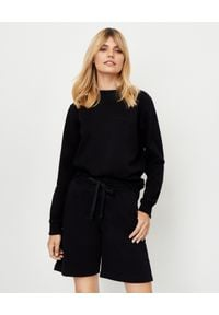 JENESEQUA - Bawełniana bluza z haftowanym logo. Okazja: na spacer. Kolor: czarny. Materiał: bawełna. Wzór: haft. Styl: klasyczny