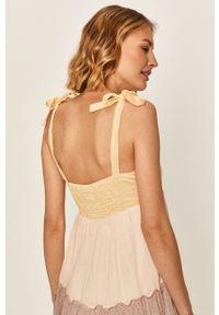 Biała sukienka Vero Moda rozkloszowana, maxi, na co dzień, z dekoltem karo