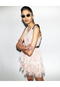SELF PORTRAIT - Koronkowa sukienka mini. Typ kołnierza: kokarda. Kolor: beżowy. Materiał: koronka. Długość rękawa: na ramiączkach. Typ sukienki: dopasowane, kopertowe, rozkloszowane. Styl: klasyczny, wizytowy. Długość: mini