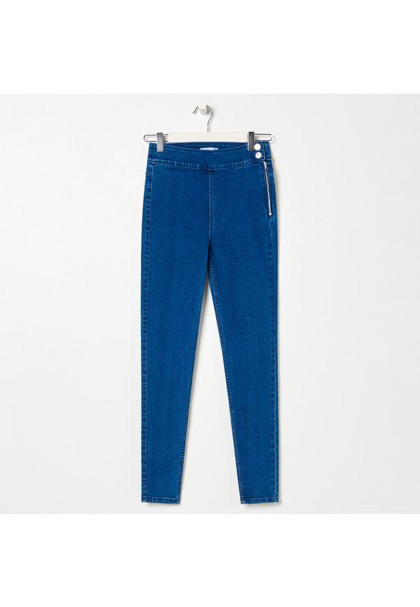 Sinsay - Jeansy high waist skinny - Niebieski. Stan: podwyższony. Kolor: niebieski