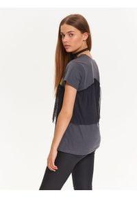 TROLL - T-shirt damski z ciekawą tiulową falbanką. Okazja: na co dzień. Kolor: szary. Materiał: tiul. Długość rękawa: krótki rękaw. Długość: krótkie. Wzór: nadruk, aplikacja. Sezon: jesień, zima. Styl: casual